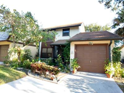 Palm Beach Gardens Townhouse For Sale: 1046 Raintree Drive