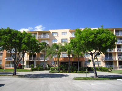 West Palm Beach Condo For Sale: 480 Executive Center Drive #1-C