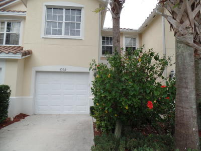 West Palm Beach Townhouse For Sale: 1052 Pinewood Lake Court