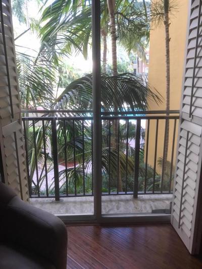 West Palm Beach Condo For Sale: 720 Sapodilla Avenue #204