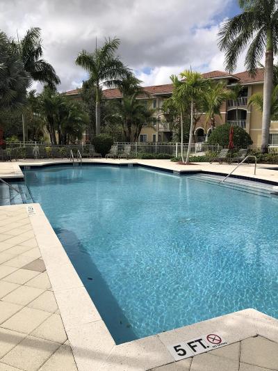 West Palm Beach Condo For Sale: 6505 Emerald Dunes Drive #203