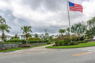 Tequesta Townhouse For Sale: 18570 SE Wood Haven Lane