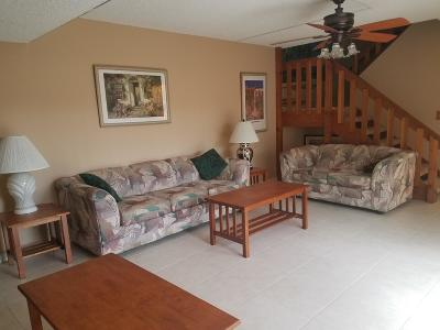 Delray Beach FL Townhouse For Sale: $162,000