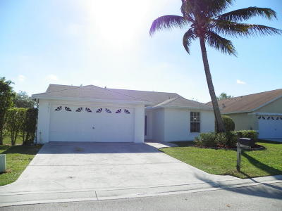 Greenacres Single Family Home For Sale: 208 Malibu Circle