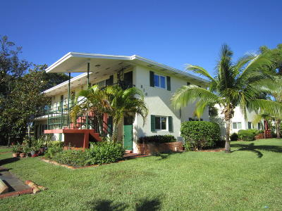 North Palm Beach Condo For Sale: 816 Lighthouse Drive #A