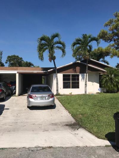 West Palm Beach Condo For Sale: 4993 Luqui Court #30b