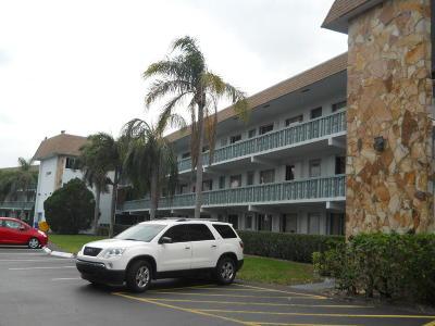 Palm Springs Condo For Sale: 2100 Springdale Boulevard #212