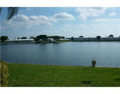 Boynton Beach Condo For Sale: 1114 Lake Terrace #212