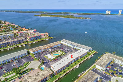 North Palm Beach Condo For Sale: 110 Shore Court #109