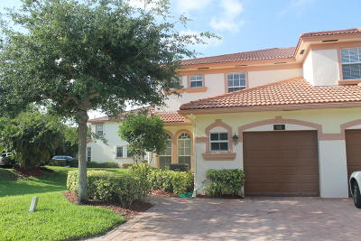 Delray Beach Condo For Sale: 16170 Poppyseed Circle #901