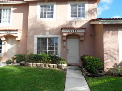 Boynton Beach Townhouse For Sale: 9943 Kamena Circle