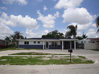 West Palm Beach Single Family Home For Sale: 2581 Lakehaven Road