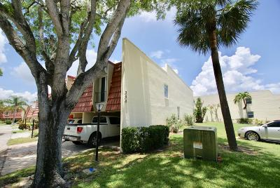 North Palm Beach Townhouse For Sale: 390 Golfview Road #A