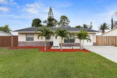 Lake Worth Single Family Home For Sale: 6338 Carthage Circle