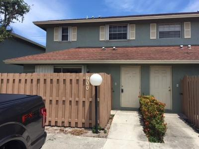 Palm Springs Townhouse Contingent: 900 Cypress Way E