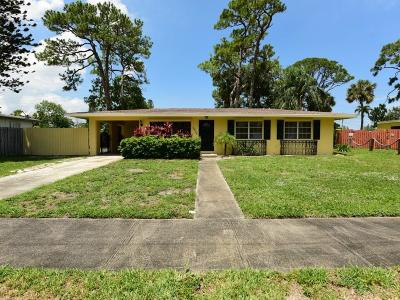 Lake Worth Single Family Home For Sale: 3426 Lake Osborne Drive