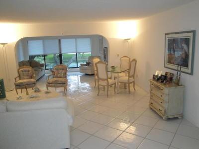 Boynton Beach Condo For Sale: 22 Westgate Lane # B