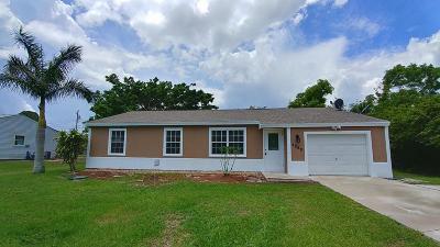 Port Saint Lucie Single Family Home For Sale: 2050 SE Berkshire Boulevard