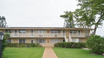 West Palm Beach Condo For Sale: 66 Berkshire C
