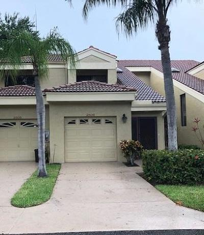 Boynton Beach Townhouse Contingent: 2506 Aspen Way #2506