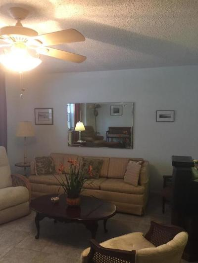 West Palm Beach Condo For Sale: 166 Chatham H