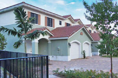 Palm Beach Gardens Townhouse For Sale: 4464 Leo Lane