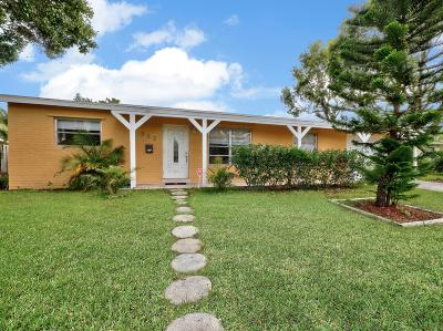 Lake Worth Single Family Home For Sale: 325 Greenbrier Drive