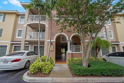 West Palm Beach Condo For Sale: 6434 Emerald Dunes Drive #303
