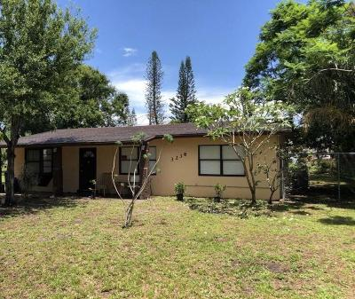 Fort Pierce Single Family Home For Sale: 3238 E East Lake Drive