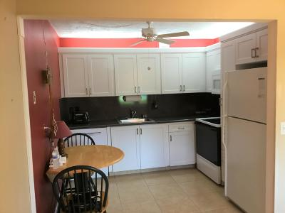 West Palm Beach Condo For Sale: 98 Somerset F