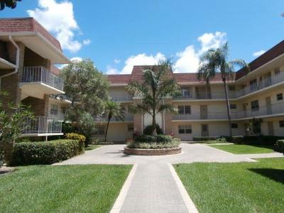 Palm Beach Gardens Condo For Sale: 5580 Tamberlane Circle #140
