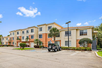 Palm Beach Gardens Condo For Sale: 2211 Myrtlewood Circle E