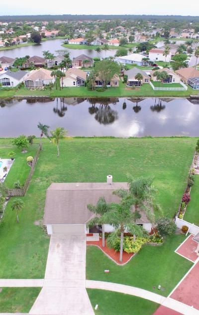 Royal Palm Beach Single Family Home For Sale: 122 Parkwood Drive