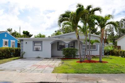 Lake Worth Single Family Home For Sale: 810 S E Street E