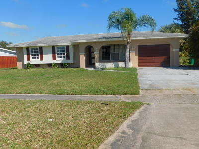 Port Saint Lucie Single Family Home For Sale: 319 NE Camelot Drive
