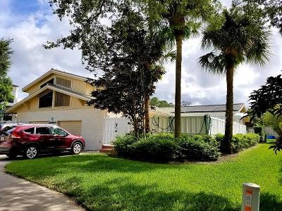 Palm Beach Gardens Townhouse For Sale: 12568 Woodmill Drive