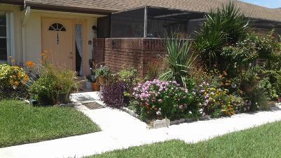 Fort Pierce Condo For Sale: 5845 Honeybell Court #36