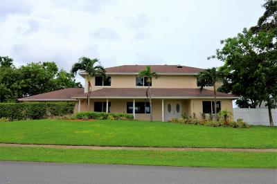 Delray Beach Single Family Home For Sale: 3557 Lakeview Drive