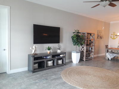Fort Pierce Condo For Sale: 23 Harbour Isle Drive W #205