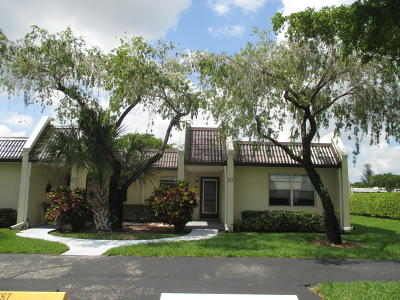 West Palm Beach Single Family Home For Sale: 122 Lake Rebecca Drive