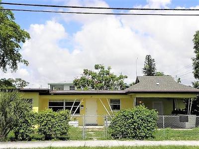 Boynton Beach Single Family Home For Sale: 317 S Seacrest Boulevard