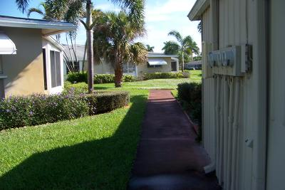 Boynton Beach Condo For Sale: 1718 W Circle Drive #2