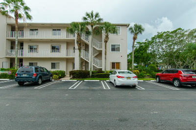 Boynton Beach Condo For Sale: 5032 Rose Hill Drive #3205