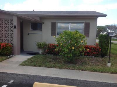West Palm Beach Single Family Home For Sale: 5223 W Cresthaven Boulevard W #A