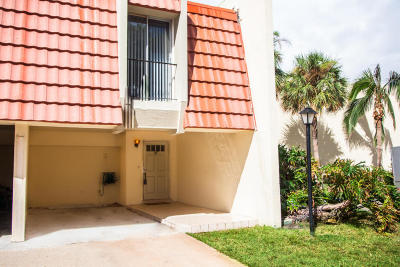 North Palm Beach Condo For Sale: 382 Golfview Road #J