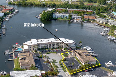 North Palm Beach Condo For Sale: 312 Lake Circle #207