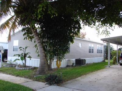 Boynton Beach Mobile Home For Sale: 4057 Cardinal Road