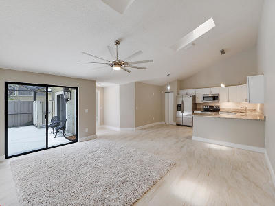 Palm Beach Gardens Townhouse For Sale: 5598 Golden Eagle Circle