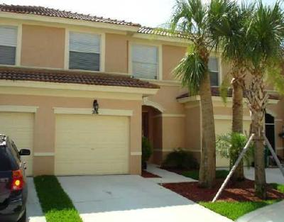 Royal Palm Beach Townhouse For Sale: 216 River Bluff Lane