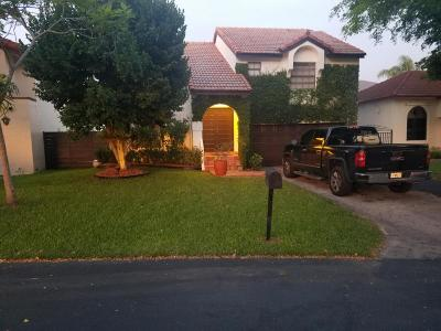 Miami Single Family Home For Sale: 10437 SW 118th Court